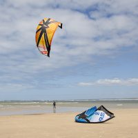learn to kiteboard kitesurfing kites on the beach